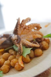 Chickpeas and baby octopus
