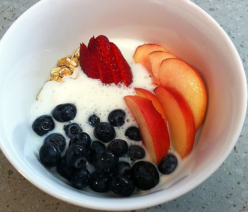 Muesli with Kefir and Fruit