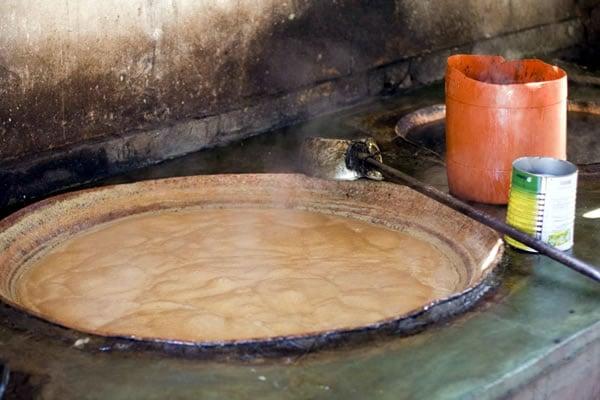 Boiling sugar can juice to make rapadura sugar